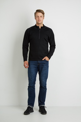 The Aurora Mens Half Zip Merino is made from heavyweight pure merino.  Soft, quick drying & breathable.  Eco Friendly.  In Black.  Great branded merino tops.